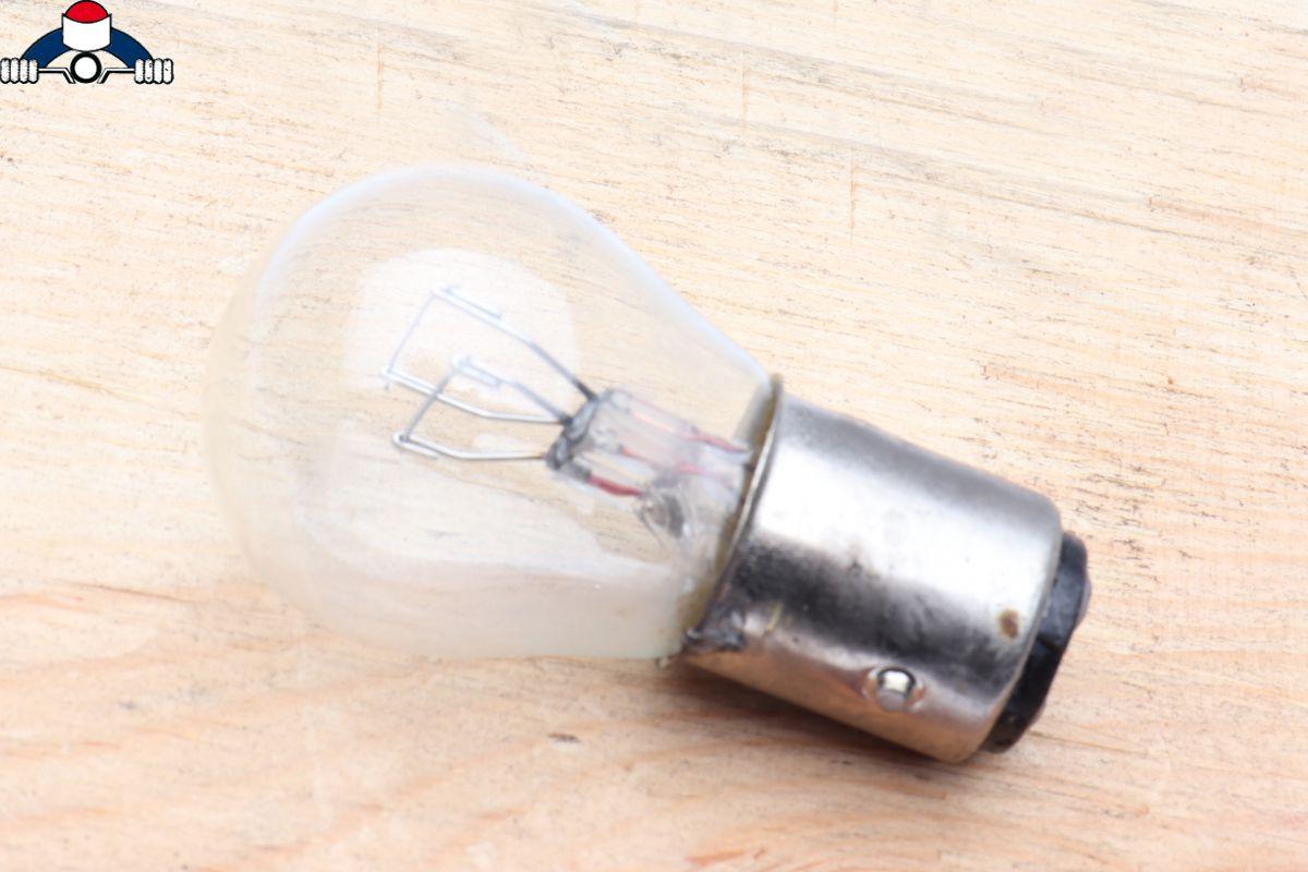 achterlichtlamp 6v 213w wit g25 remlichtlamp