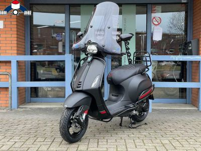 Nieuwe Vespa Sprint Mat Zwart / Notte euro5 Custom 2021 Level10 45km
